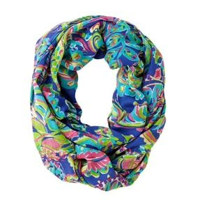 Riley infinity loop scarf toucan play